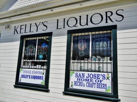 Kelly's Liquors signage